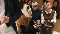 Ketika baru saja selesai menjalani bedah plastik, wajah 3 wanita berusia 20-an itu membengkak dan tampak berbeda dari foto paspor. (Sumber 'screenshoot' Weiboo via Hindustan Times)