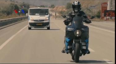 Sekelompok mahasiswa Belanda membuat sepeda motor besar bertenaga listrik yang memiliki kecepatan tinggi dan daya jangkau ratusan kilometer.