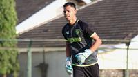 Eks kiper Borneo FC, Rahmanuddin, mengikuti seleksi di Persebaya Surabaya. (Bola.com/Aditya Wany)