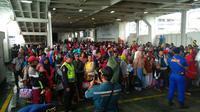 ASDP evakuasi warga Pulau Sebesi. Dok: ASDP