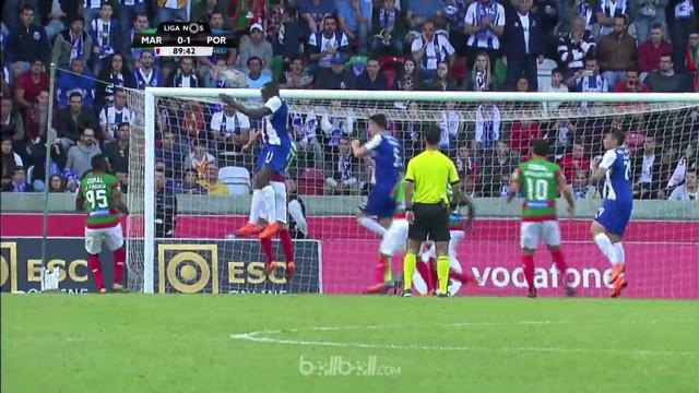Porto kian memperkokoh posisinya di puncak klasemen Liga Portugal usai mengalahkan Maritimo 1-0 sekaligus memperlebar jarak lima p...