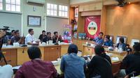 Tim Dokter RSUD Prof DR Margono Soekarjo menggelar konferensi pers terkait dua pasien WNA China diduga terjangkit virus Corona. (Foto: Liputan6.com/Humas RSUD Margono Soekarjo/Muhamad Ridlo)
