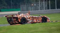 Lamborghini diketahui tengah menguji coba mobil bertenaga super bergaya speedster di sebuah Sirkuit. (Carscoop)