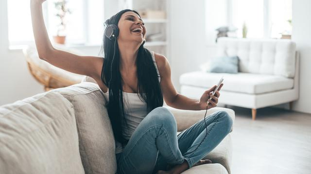 Dengar musik (iStockphoto)