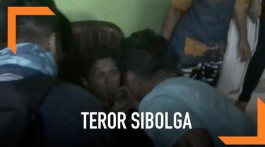 Seorang wartawan TV terpental saat bom kedua di Sibolga meledak. Ia terpental sejauh 5 meter karena berada dekat dengan lokasi kejadian.