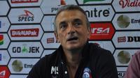 Pelatih Arema FC, Milomir Seslija. (Bola.com/Iwan Setiawan)