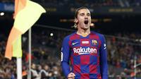 Selebrasi striker Barcelona Antoine Griezmann setelah mencetak gol melawan Real Mallorca di Camp Nou, Sabtu (7/12/2019) atau Minggu dini hari WIB. (AP Photo/Joan Monfort)