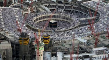 20150911-Sebuah Crane di Mekkah Jatuh dan Menimpa Jamaah, Termasuk WNI
