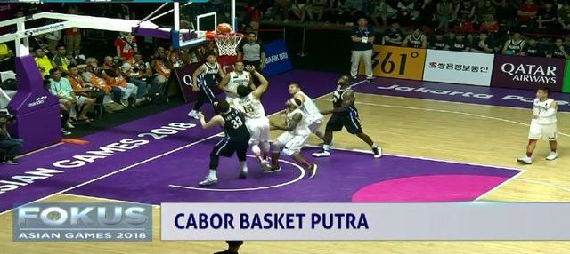 Sejak awal, tim basket Indonesia sudah terdesak oleh serbuan pemain Korea Selatan.