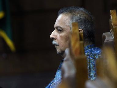 Terdakwa kasus dugaan suap proyek PLTU Riau-1 yang juga mantan Dirut PLN, Sofyan Basir saat menyimak keterangan saksi saat sidang lanjutan di Pengadilan Tipikor, Jakarta, Senin (5/8/2019). Sidang beragendakan mendengar keterangan saksi-saksi. (Liputan6.com/Helmi Fithriansyah)