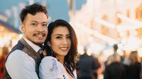 Tyas Mirasih bersama suaminya, Raiden Soedjono [foto: instagram.com/tyasmirasih]