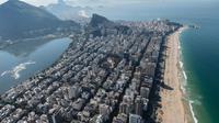 Pemandangan pantai Ipanema dan gedung-gedung bertingkat di Rio de Janeiro, Brasil, (26/6/2014). (AFP/Yasuyoshi Chiba)