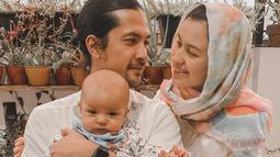 Orang tua dari Rayden Starlight Akbar ini melangsungkan pernikahan pada 26 Agustus 2018. Tepat setelah Kimberly menamatkan kuliah S2 di London, Inggris. (Liputan6.com/IG/kimberlyryder)