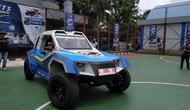 Mobil listrik spesifikasi Rally Dakar garapan Institut Sepuluh Nopember (ITS), Surabaya, dan Universitas Budi Luhur (UBL), yang disebut Blits siap menjelajah Indonesia.(Arief/Liputan6.com)