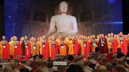 Biksu wanita berdoa selama Konferensi Perdamaian Bhikkhuni Buddha Dunia di Seoul, Korea Selatan (12/4). Diberitakan, Presiden Korsel Moon Jae-in akan mengadakan pertemuan dengan Pemimpin Korut Kim Jong-un. (AP Photo / Ahn Young-joon)
