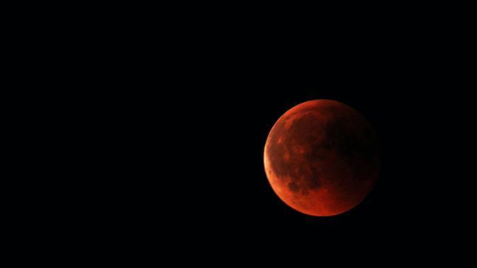 Gerhana Bulan Total ini dapat disaksikan hampir di seluruh wilayah Indonesia dari arah Timur hingga Tenggara. (Foto: Unsplash.com/Stephan).