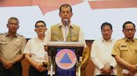 Ketua Gugus Tugas Percepatan Penanganan COVID-19 Doni Monardo menyampaikan arahan penanganan virus Corona (COVID-19) untuk pemerintah daerah di Gedung Graha BNPB, Jakarta, Senin (16/3/2020). (Dok Badan Nasional Penanggulangan Bencana/BNPB)