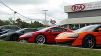 Dealer Kia yang menjual mobil mewah di New Jersey (Andrew Gutman/Carscoops)