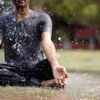 Lakukan 6 pose yoga ini di musim hujan untuk tingkatkan sistem kekebalan tubuh.