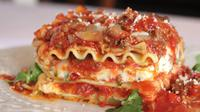 Seorang wanita menemukan bahan tak diduga-duga dalam hidangan lasagna makan siangnya, sebuah taring.