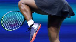 Ekspresi petenis Serena Williams saat memperoleh satu poin dalam laga melawan Caty McNally selama putaran kedua turnamen tenis AS Terbuka di New York, Amerika Serikat, Rabu (28/8/2019). Williams menang 5-7, 6 -3, 6-1. (AP Photo/Charles Krupa)