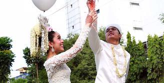 Minggu 2 Agustus 2015, pasangan Nycta Gina dan Rizky Kinos melangsungkan pernikahannya di  Gedung Arsip Nasional Republik Indonesia, jalan Gajah Mada, Taman Sari, Jakarta Barat. (Deki Prayoga/Bintang.com)