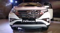Tampak depan All new Daihatsu Terios nampak elegan dengan lapisan krom pada gril. (Herdi/Liputan6.com)