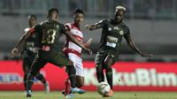 Tira Persikabo bermain imbang versus Madura United di Stadion Pakansari, Cibinong, Jumat (12/7/2019). (Bola.com/Yoppy Renato)