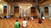 Mesjid Turki di Brighton Beach. Ramadan melatih orang menang menghadapi tantangan. Jenis tantangan bagi remaja Muslim di New York kali ini terbilang unik. (Sumber New York Times)