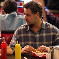 Pria ini tahu kalau ankanya ingin sekali makan steak sama seperti yang dilakukan oleh teman-temannya hampir setiap minggu. (Ilustrasi: Netflix)