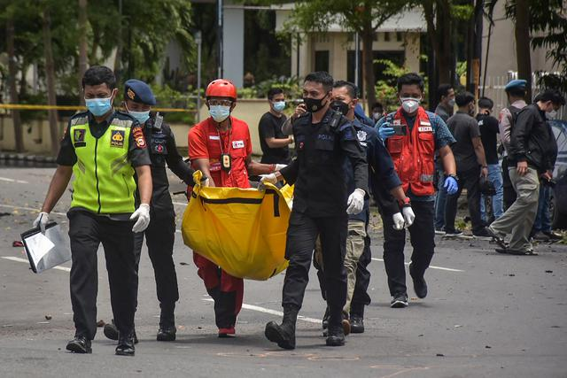 Polisi Amankan Jenazah Terduga Pelaku Bom Bunuh Diri Gereja Katedral Makassar
