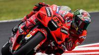 Pembalap Ducati, Francesco Bagnaia, menjadi juara pada balapan MotoGP San Marino yang digelar di Sirkuit Marco Simoncelli, Minggu (19/9/2021) (AFP/Andreas Solaro)