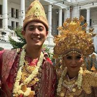 Putri Titian dan Junior Liem usai akad nikah (Instagram/@celinejess16)