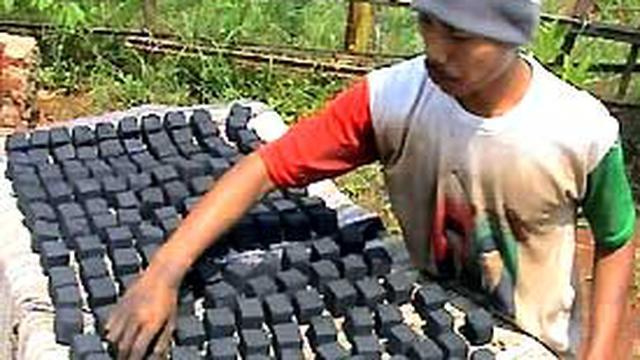 Briket Sampah Pengganti Minyak Tanah - News Liputan6.com
