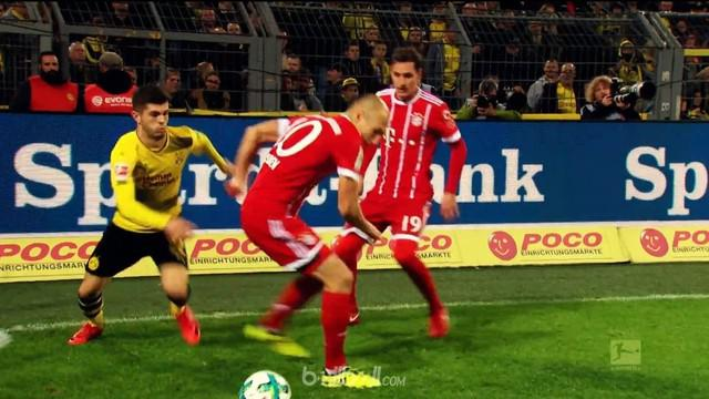 Berita video aksi Christian Pulisic mengecoh bintang Bayern Munchen dalam kompilasi trik pada pekan ke-11. This video presented by Ballball.