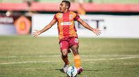 Pemain Borneo FC, Terens Puhiri , Sabtu (21/11/2015). (Bola.com/Vitalis Yogi Trisna)