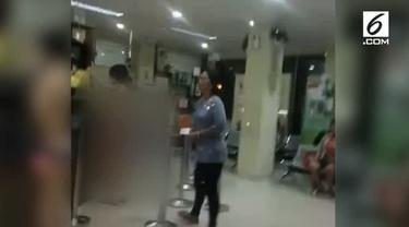Aksi VM (25), wanita yang berbelanja di Apotek Roxy Tamansari, Jakarta Barat, tanpa busana beberapa hari lalu masih menimbulkan penasaran. Salah satunya terkait taksi yang ditumpanginya.