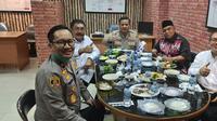 Kejaksaan Agung (Kejagung) menyampaikan tanggapannya terkait beredarnya foto yang menunjukkan momen diduga jamuan makan Kejaksaan Negeri Jakarta Selatan terhadap terdakwa kasus Djoko Tjandra yakni Irjen Napoleon Bonaparte dan Brigjen Prasetijo Utomo.