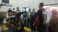 Terobosan Baru, Bengkel Yamaha Layani Fasilitas Modifikasi Motor (Arief A/Liputan6.com)