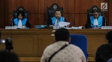 Majelis Hakim memimpin persidangan gugatan Wadah Pegawai KPK dengan tergugat Pimpinan KPK di Pengadilan Tata Usaha Negara Jakarta, Senin (11/3). Majelis Hakim menolak gugatan ini. (Liputan6.com/Faizal Fanani)