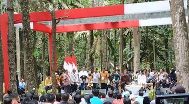 Jokowi membagikan 91 Hektare Lahan Perhutanan Bagi Warga Jambi (Liputan6.com/Hanz Salim)