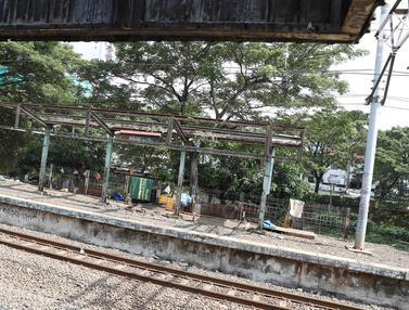 Terbengkalai, Stasiun Mampang Kini Semakin Tampak Kumuh