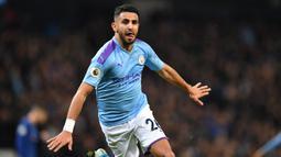 2. Riyad Mahrez - Riyad Mahrez adalah bintang di Manchester City dan menjadi satu di antara daftar pemain termahal di klub. Kemungkinan besar Riyad Mahrez juga akan pergi demi untuk bisa mengangkat trofi Liga Champions. (AFP/Paul Ellis)