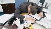 Buat para pekerja aktif, hindari kebiasaan ini supaya sistem kekebalan tubuh kuat dan gak gampang sakit.