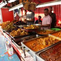 Nasi Kapau, menu khas Indonesia yang banyak diminati di bulan puasa. (Daniel Kampua/Bintang.com)
