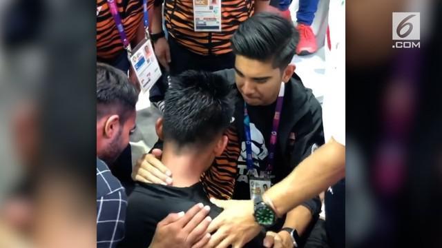 Mohd Al Jufferi Jamari, pesilat Malaysia, pilih mengundurkan diri dua detik sebelum pertandingan selesai dengan alasan juri dianggap tidak adil dalam hal penilaian.