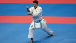 Karateka Indonesia, Ahmad Zigi Zaresta, tampil pada nomor kata cabang karate Asian Games XVIII di JCC Senayan, Jakarta, Sabtu (25/8/2018). Dirinya berhasil meraih medali perunggu. (Bola.com/Vitalis Yogi Trisna)