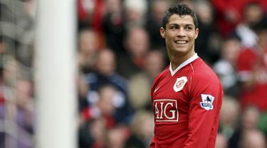 Transfer Cristiano Ronaldo benar-benar dramatis karena dirinya dikabarkan akan merapat ke Manchester City pada Kamis (26/08/2021) malam hingga Jumat sore WIB. Situasi berubah drastis beberapa jam kemudian karena The Citizen mundur dari perburuannya. (Foto: AFP/Jon Super)