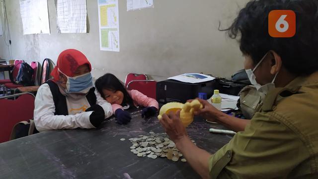 Bocah 6 Tahun di Makassar Sumbangkan Celengannya untuk Beli APD ...