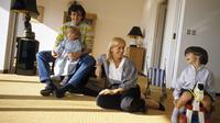Michel Platini bersama sang istri Christelle dan dua anak pada 1982. (Redcafe)